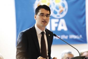 """Razvan Burleanu, presedinte FRF: """"M-am nascut cu fotbalul in casa"""""""
