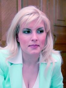 Elena Udrea  se rasfata  cu mincare libaneza