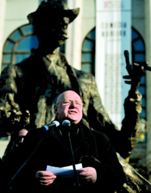 """Ioan Bolborea: """"Caragiale este psihiatrul care ne caracterizeaza cel mai bine"""""""