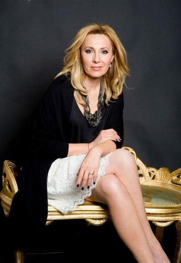 La multi ani, Irina Pacurariu!