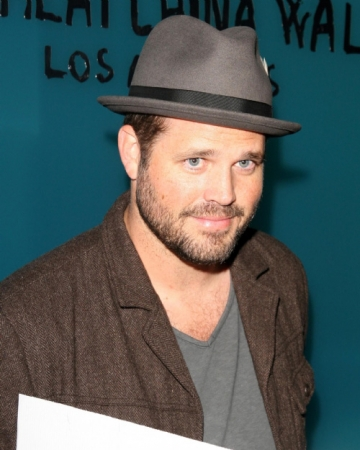 La multi ani, David Denman!