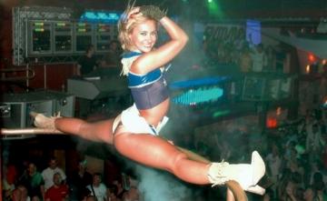 Bebelusa Oana cauta dansatoare pentru Ibiza