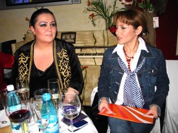 Monica Anghel face backing vocals la Cupa Presei