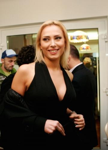 Iulia Vantur isi cumpara desuuri din mall