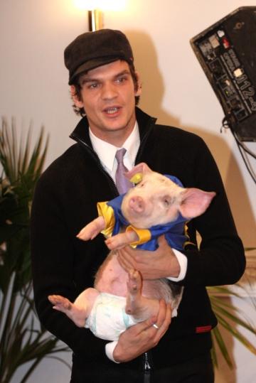 """Tudor Chirila, regizorul """"porcului"""" din Parlament"""