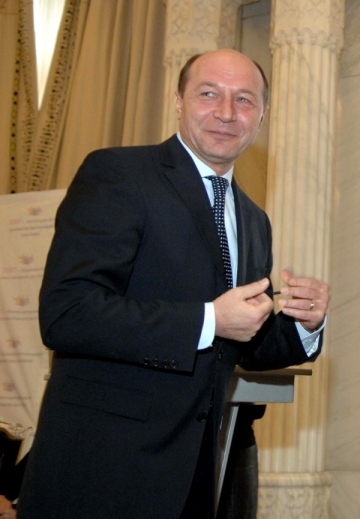Traian Basescu si cadoul buclucas