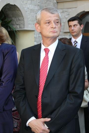Sorin Oprescu vrea cruce de 70.000 de euro