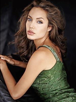 Angelina Jolie a venit incognito in Romania