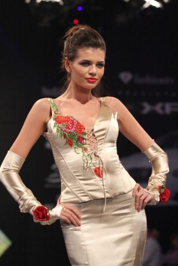 Monica Columbeanu schimba modellingul cu actoria
