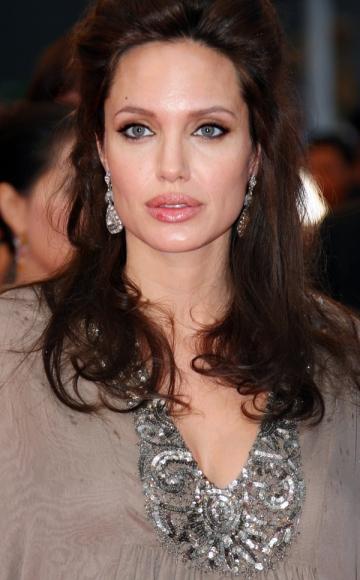 Angelina Jolie spune NU abuzului sexual fata de minori