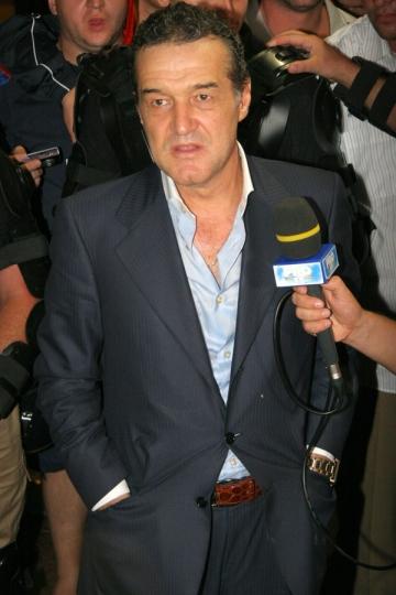 Gigi Becali, acuzat ca a preluat Steaua ilegal