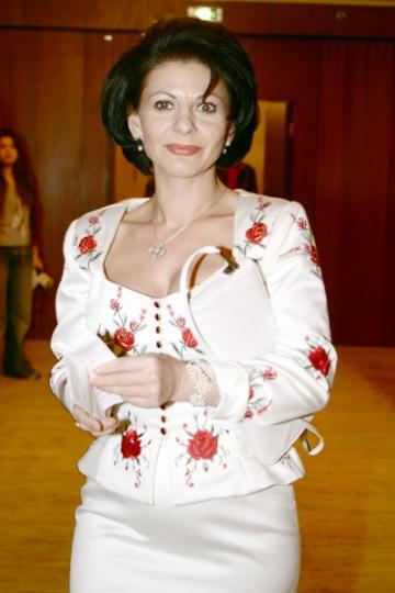Elena Carstea s-ar putea opera din nou