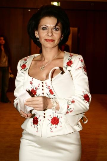 Elena Carstea sare in ajutorul Silviei Dumitrescu