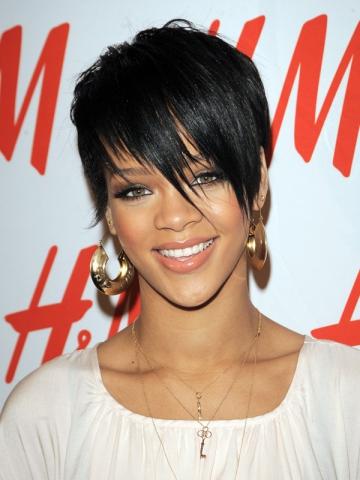 Rihanna, sensibila la suferinta unui sportiv bolnav de leucemie