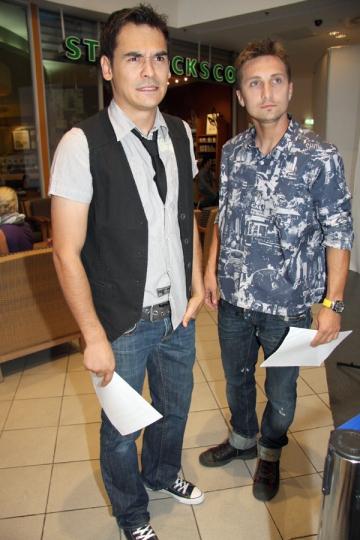 Dani Otil si Razvan Simion au urmarit un spectacol de striptease printr-un geam spart