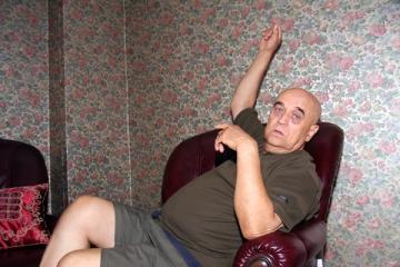 Benone Sinulescu s-a izolat din cauza unor dureri de spate