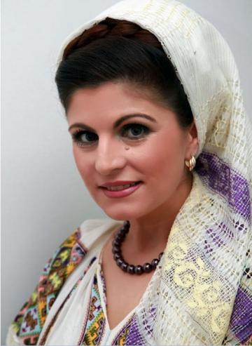 Mariana Ionescu Capitanescu isi doneaza costumele populare