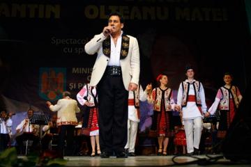 Ionut Dolanescu a plans pe scena Salii Palatului