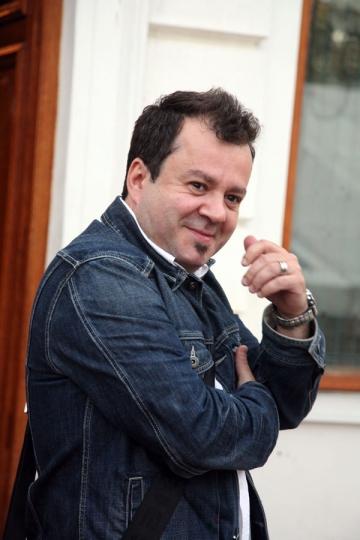 Dragos Mostenescu, nevoit sa renunte la nudism