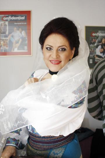 Elisabeta Turcu, in rol de cantareata rock