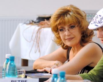 Corina Chiriac sare in ajutorul manelistilor