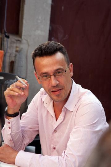 Victor Ciutacu suferea in copilarie pentru ca era slab