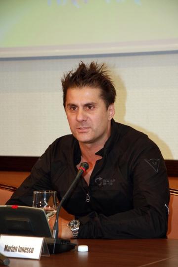 """Marian Ionescu: """"Nu este niciodata prea tarziu pentru a te apropia de fani"""""""