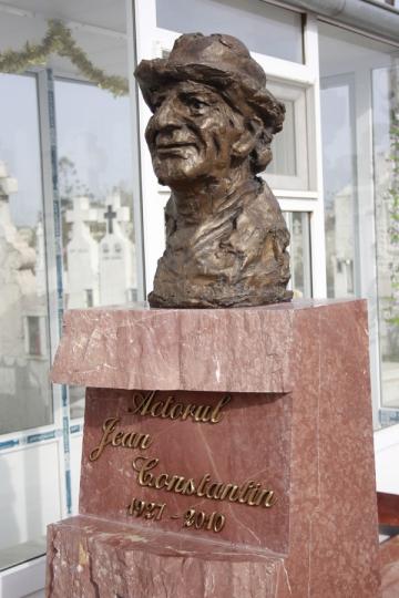 Jean Constantin are, in sfarsit, monument