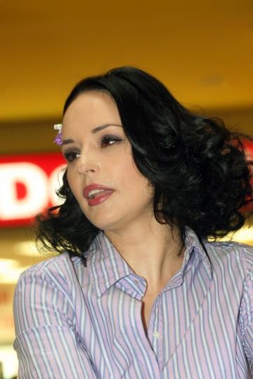 Andreea Marin Banica a absolvit Scoala Romana de Afaceri