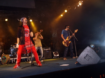 Zdob si Zdub - rock, dans si dezlantuire in clubul Tribute din Capitala