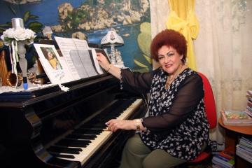 Elena Merisoreanu petrece Craciunul in casa parinteasca
