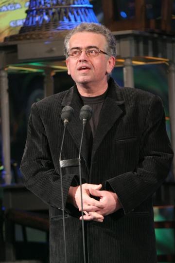 """Dan C. Mihailescu: """"Craciunul, ca si revelionul, se petrec pufos, acasa, ca-ntr-un cozonac'"""