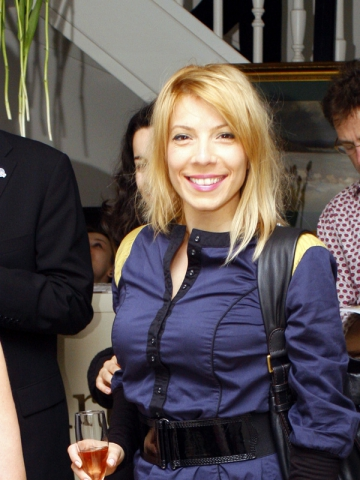 Maria Radu colecteaza mancare pentru catei