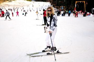 Raluca Guslicov, aventuri la schiat in Poiana Brasov