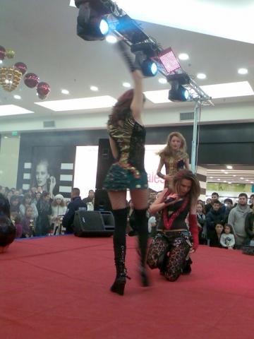 Anna Lesko, show incendiar intr-un mall din Capitala