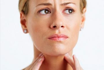 Sfatul zilei: trucuri pentru tratatarea durerilor de gat