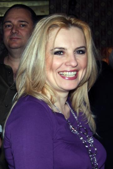Monica Ghiurco a prins gustul armelor, de Valentine's Day