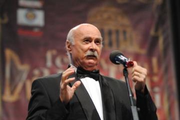 Tudor Gheorghe daruieste un martisor muzical la Sala Palatului