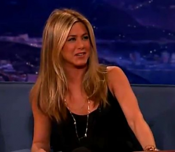 Jennifer Aniston va regiza un film despre cancerul mamar