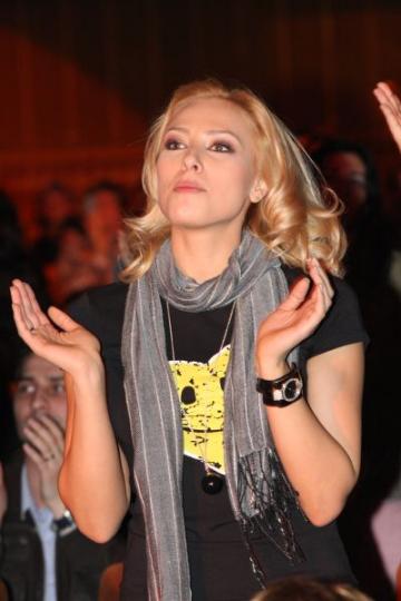 Iulia Vantur s-a apucat de cantat