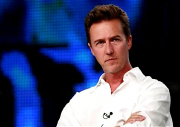 Edward Norton s-a logodit