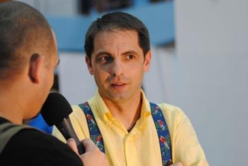 Dan Negru colectioneaza discuri de vinil
