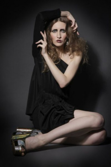 "Iulia Albu, in paginile revistei ""Love Sex Dance"""