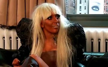 Lady Gaga, in turneu cu... mama