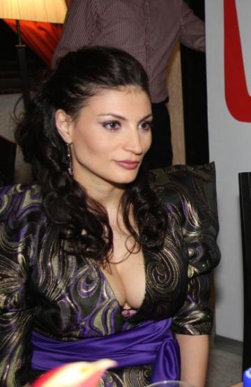 Ioana Ginghina s-a intors la teatru
