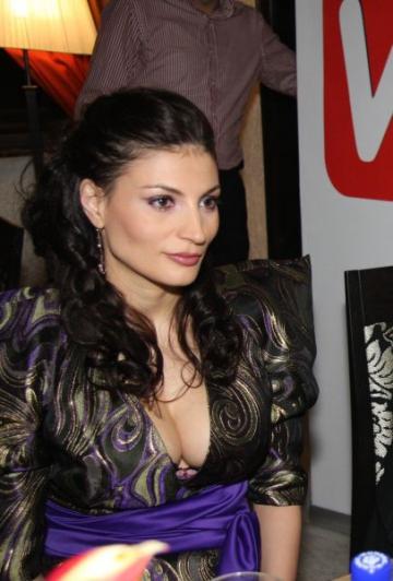 Ioana Ginghina ii calca pe urme Nicoletei Luciu
