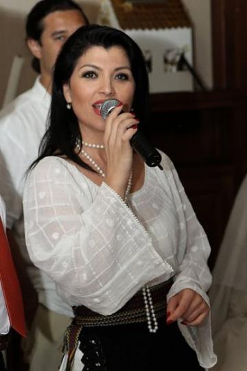 Claudia Ghitulescu, ofertata de Adriana Bahmuteanu