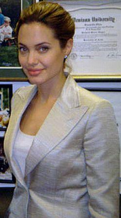 Angelina Jolie: un nou tatuaj, o noua semnificatie