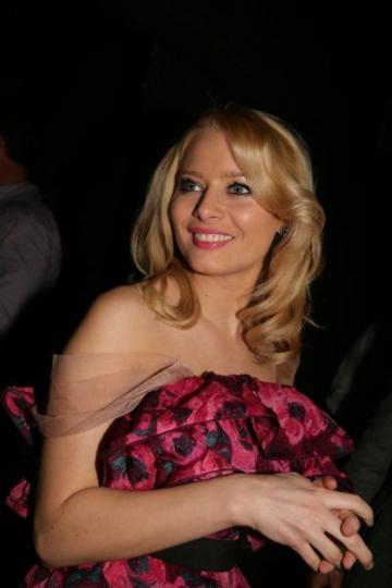 Laura Cosoi debuteaza in teatru