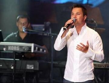 """Provincialii lanseaza albumul """"Ochi de catifea"""""""